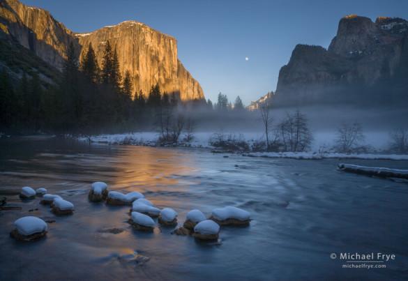 Moon rising between El Capitan and Cathedral Rocks from Valley View, Yosemite NP, CA, USA