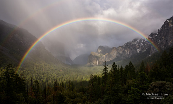 Rainbow over Yosemite Valley from Tunnel View, Yosemite NP, CA, USA