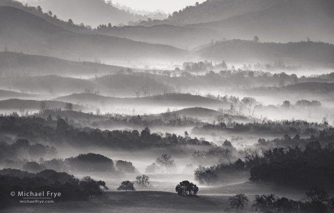Misty ridges, Sierra Nevada foothills, CA, USA